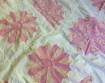 SALE! 1930's DRESDEN PLATE Quilt Top - Hand Pieced! So Pretty!