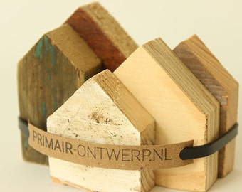 Cottages of scrap wood (small)