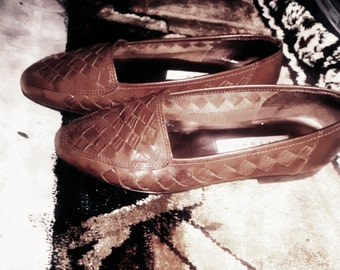 vintage 90s handmade tan leather woven flats/loafers size 5 & 1/2