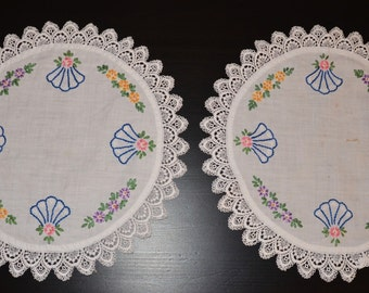 Vintage Doilies,  Set of Two Matching White Round Doilies, Vintage Linen