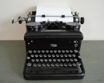 Vintage 1930's Royal KHM Model 10 Typewriter