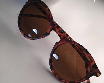 Sunglasses, brown sunglasses, Retro Cat Eye Round Sunglasses. Semi-Rim Eyewear.