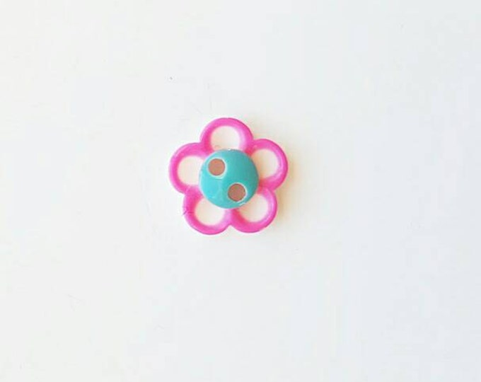 Pack of 20, small daisy resin buttons, craft buttons, daisy scrapbooking, daisies,