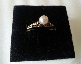 14k yellow gold cultured pearl engagement ring