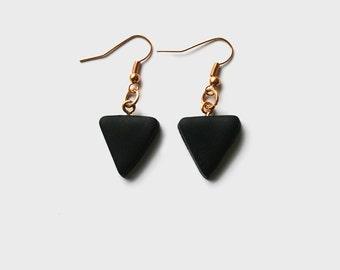 ANGELE: triangle drop earrings (matte black)
