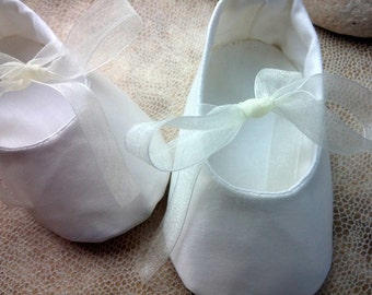 Ivory satin baby shoes, baby girl shoes, wedding girl outfi, blessing baptism shoes, infant Baby Ballet Flat , Satin Toddler Ballet Slipper