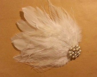 wedding hair accessory, Off White hair clip, Bridal Hair Piece Bridal Feather Fascinator, Feather Hair Piececlip, Wedding Hair Accessories