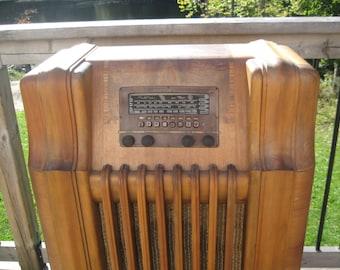 Vintage 1940's Philco Radio