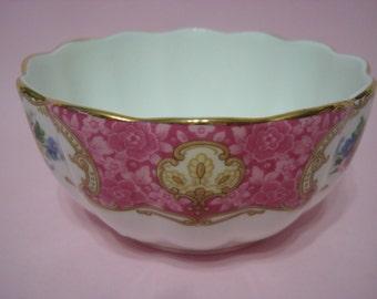 Lovely Vintage Royal Albert LADY CARLYLE Sugar Bowl.