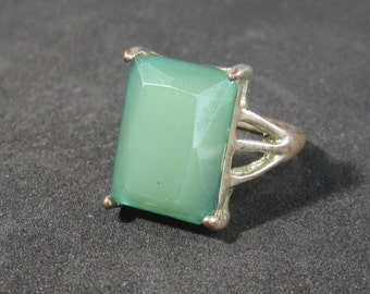 Vintage Costume Jewelry Faux Green Stone Ring Size 8.5 Unique