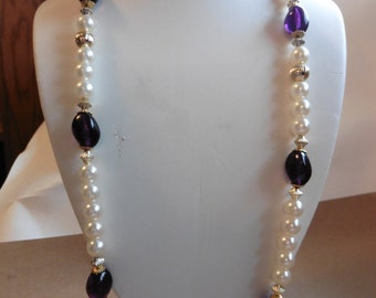 FREE SHIPPING!-Vintage Faux Pearl And Purple Beaded Necklace