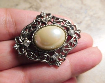 Silver Toned Pearl and Rhinestone Vintage Brooch Pin