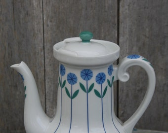 Retro Teapot/Cool 1970s Teapot with leaf design/Teapot with Integrated Tealeaf Holder/French Vintage Retro Teapot and strainer