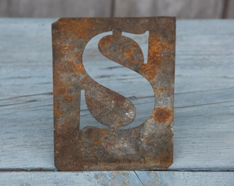 S Metal Stencil/Patina S letter/Vintage French S Letter/Metal Patina S Letter/S French Stencil/Metal Patina Rust/Rusty Letter/Rusty Stencil