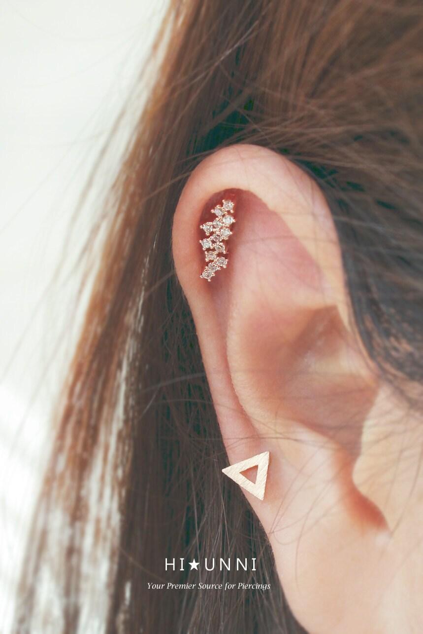 16g cz studded flower blossom stud cartilage earring tragus. Black Bedroom Furniture Sets. Home Design Ideas