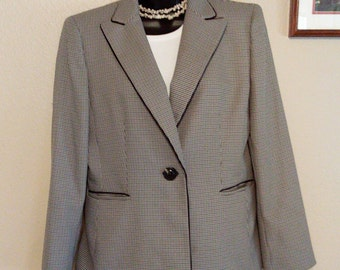 Ladies Suit Blazer Size 12 by Evan-Picone  Vintage Item in Excellent Condition, No tears, rips or stains. (free shipping)