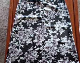 Ladies Skirt size10 By ***WORTHINGTON***Vintage Item  in Excellent Condition   FREE SHIPPING