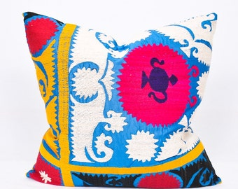 Embroidered Suzani Throw Pillow-Suzani Pillow-Suzani cushion-Vintage uzbek suzani pillow cover