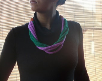 Multicolored wool knitted necklace /// ethnic necklace  /// knitted tribal jewellery // fiber jewelery //