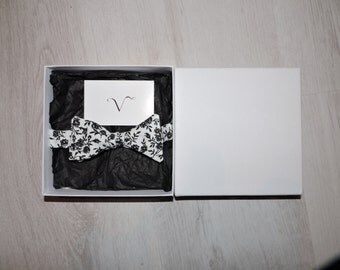 Bow tie black and white flower
