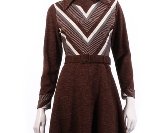 Brown vintage dress with long sleeves size 14