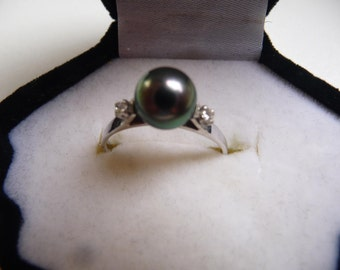 Ring White Gold 2 diamonds and Pearl