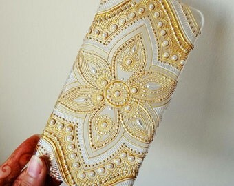 Henna patterened phone case