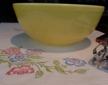 PYREX YELLOW Primary Color Unnumbered Bowl 4 Qt Vintage 1940s rare condition