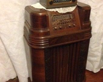 Floor Model 1939 Philco Radio