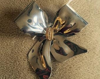 Vintage silver tone bow brooch