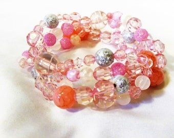 Pretty in Pink, Pink Bracelet, Pink and White, Fashion Bracelet, Fashion Accessory, Gift for Her, Mothers Day Git, Pink Bead Bracelet