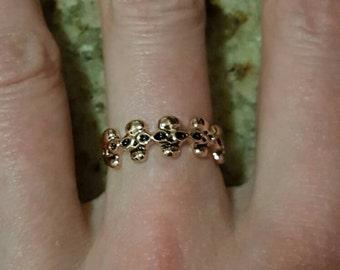 Gold vintage skull ring.
