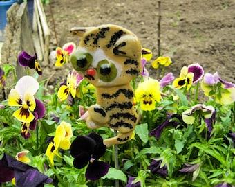 Glass Kitty Cat Stake, Garden Kitty Stake, Flower Pot Decor, Kitty Cat plant decor, Plant poke, Kitty plant decor, Glass Cat garden artstake