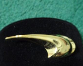 Swirl gold tone vintage brooch