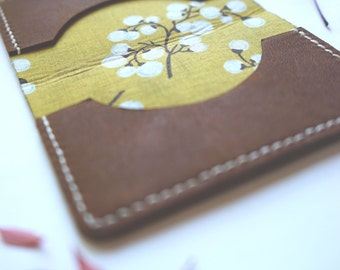Fabric Lined Bifold Leather Wallet