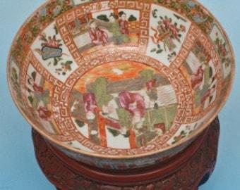 Chinese Export circa 1820 Rose Mandarin Bowl