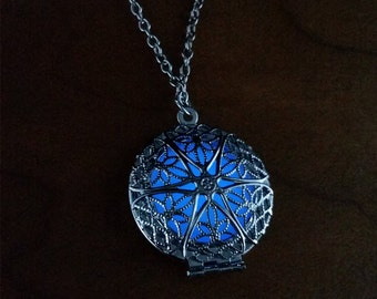 Glowing Circle Necklace - Geometric Design - Glow In The Dark Jewelry – Blue – Great Gift - Glow In The Dark Necklace - Locket