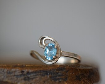 Light Blue Gemstone Vintage Swirl Solitaire Band Silver 925 Ring, US Size 7.75, Used