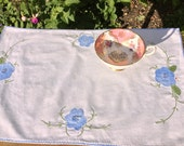 Pretty Vintage appliqué and embroidered place mat /tea tray / small tablecloth: perfect for serving tea in style