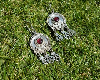 Vintage heavy silver and garnet drop earrings