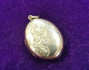 9ct gold vintage front and back locket