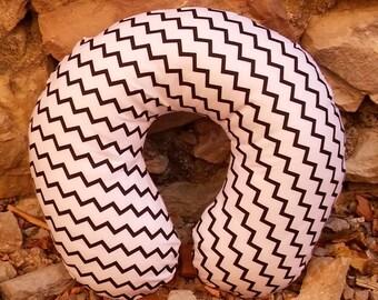 Black zigzag stripes neck travel pillow