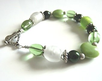 Green Bracelet.  A Very Pretty Green Bead Bracelet With A Heart Shaped Toggle Clasp. Chunky Bead Bracelet For Women. Jewellery Gift for Her.