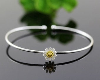 sterling silver daisy bracelet, daisy bangle, daisy flower, flower bracelet, flower bangle, nature jewelry, nature bangle, nature bracelet
