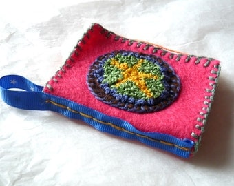 Notebook with needles, embroidered felt hand, #TEXCErose