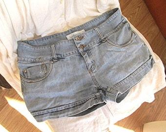 Denim shorts hipster style blue vintage 90s US size 8.