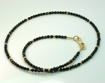 Collier 750 gold and spinel