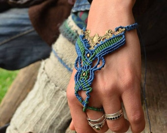 Beautiful and decorative hand or foot jewelry!