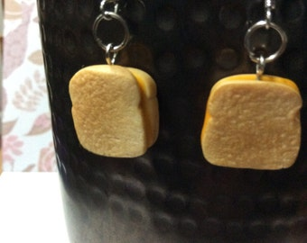 Grilled cheese no crust earrings