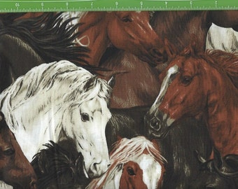 Run Free Horse Heads in Grass, Fabri Quilt